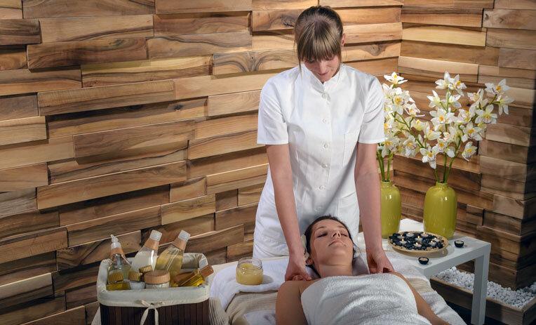 kosmetiker in sonntagsausbildung 4 monate kosmetikschule engler in frankfurt am main ihre. Black Bedroom Furniture Sets. Home Design Ideas